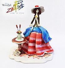 Статуэтка Леди у столика с цветами. Италия, ручная работа, керамика