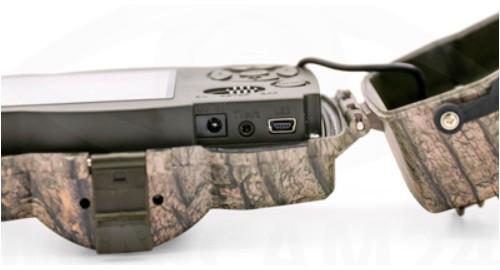 При открытии крышки защитного бокса становятся доступными: USB-разъем, выход TV out и гнездо для подключения внешнего источника питания