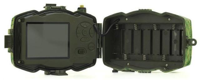 Фотоловушка снабжена батарейным отсеком, вмещающим до 8 элементов питания типа АА