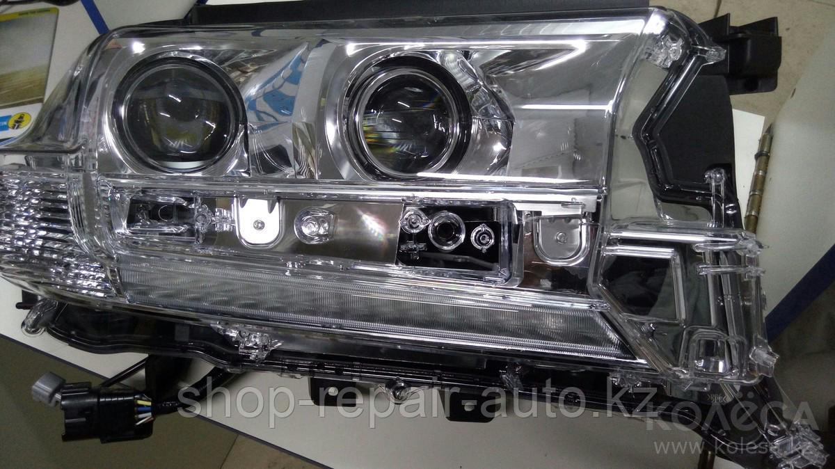 Правая фара на Toyota Land Cruiser 200 17-