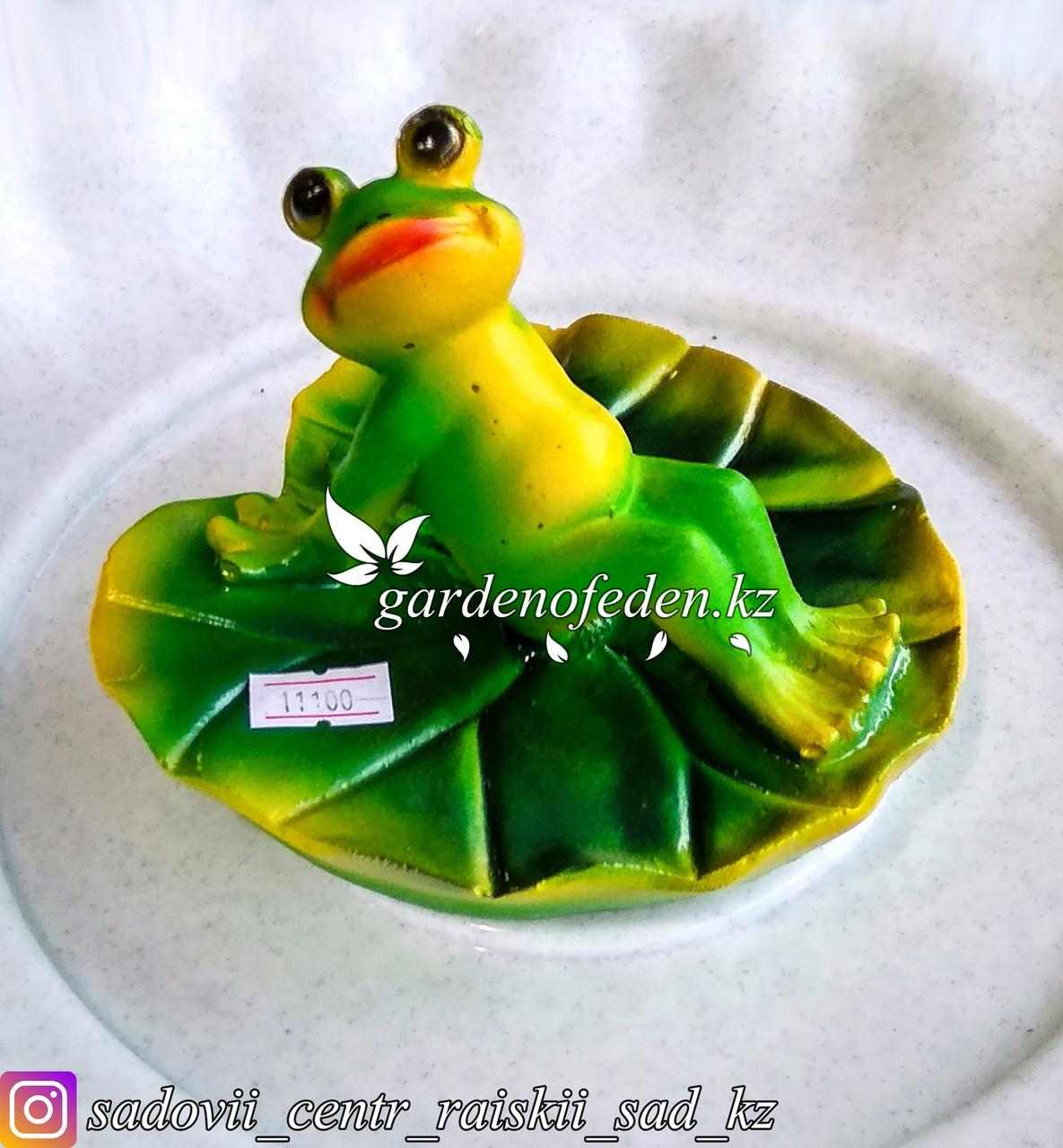 """Садовая фигура """"Лягушка на листе лилии"""", высота: см. Материал: Полистоун."""