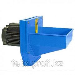Односкоростная зернодробилка.  ИКОР - 4 . Производительность 550 кг/час, мощность-1350 Вт.