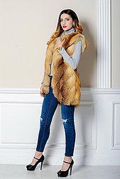 Стильная меховая жилетка из рыжей лисы