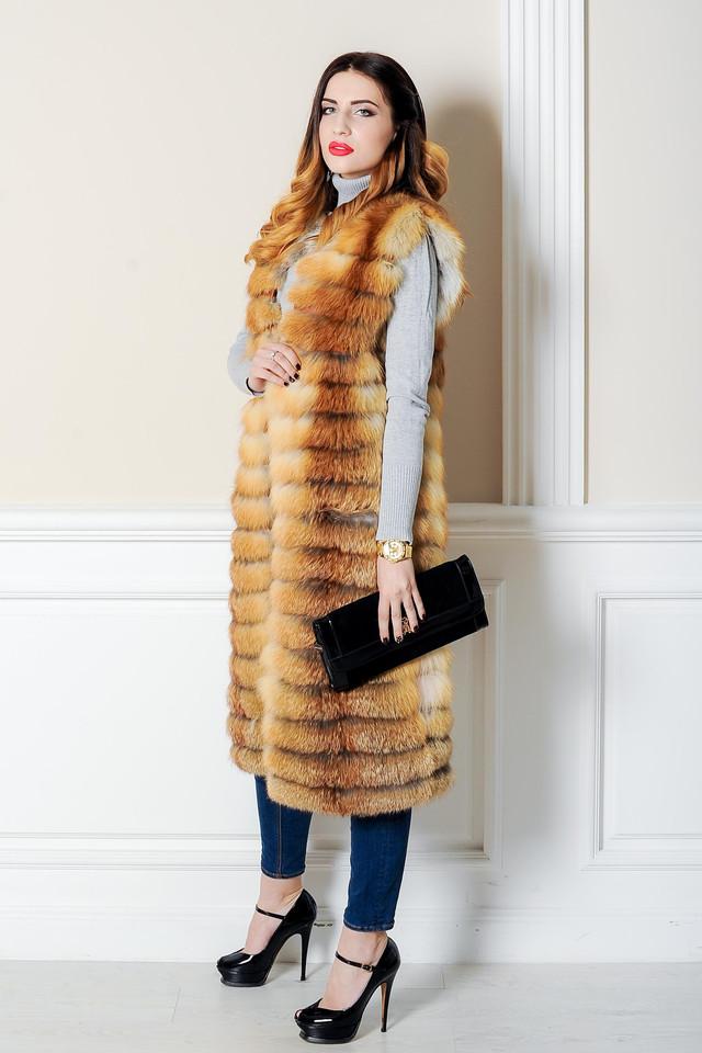 Длинный меховой жилет из лисы