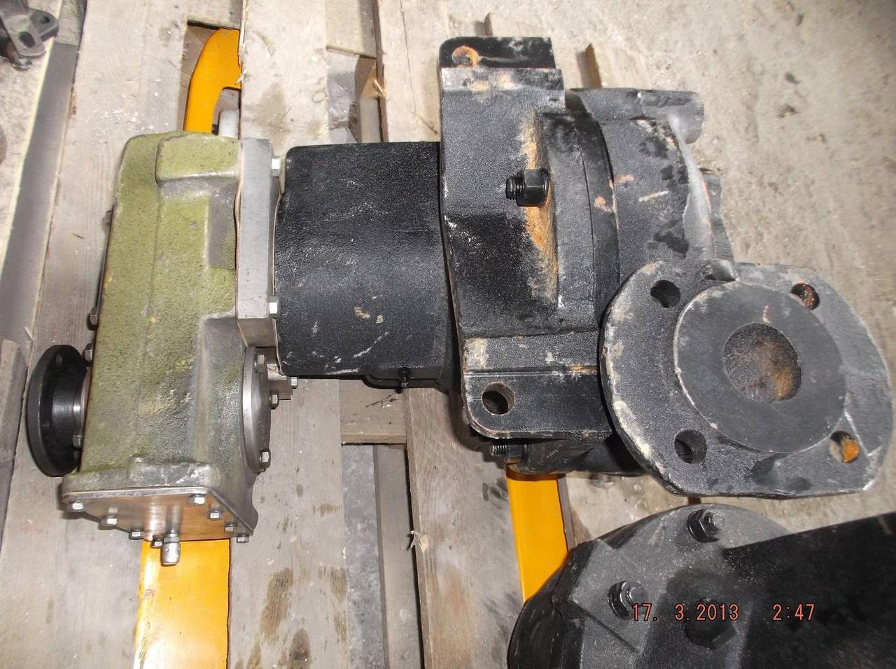Насос водяной с редуктором КО-713-3226000