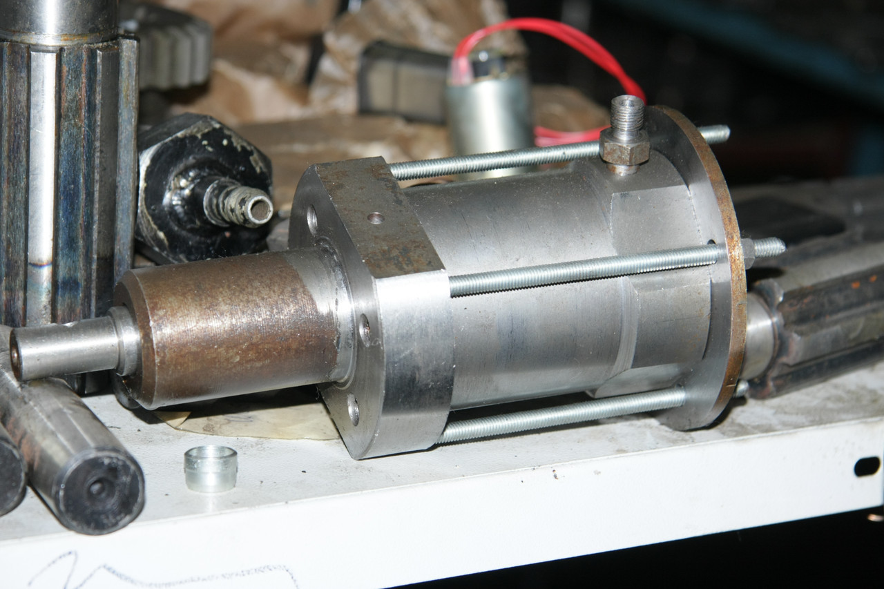 Пневмоцилиндр центр. клапана КО-713.10.08.100-03