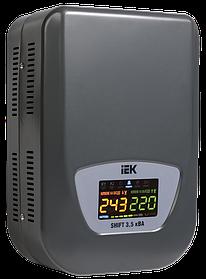Стабилизатор напряжения настенный серии Shift 3,5кВА IEK