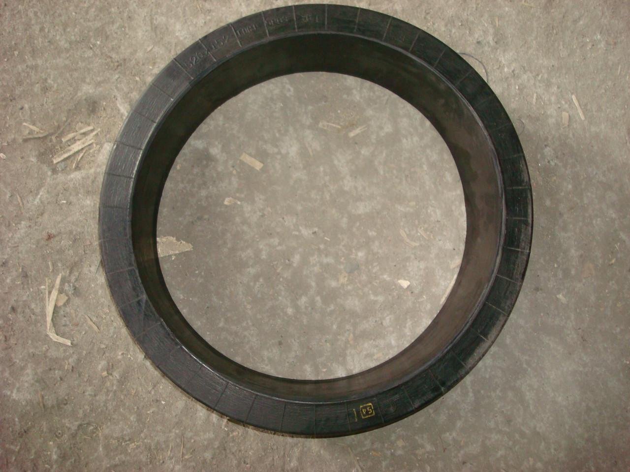 Шина массивная резиновая безбандажная 520х152