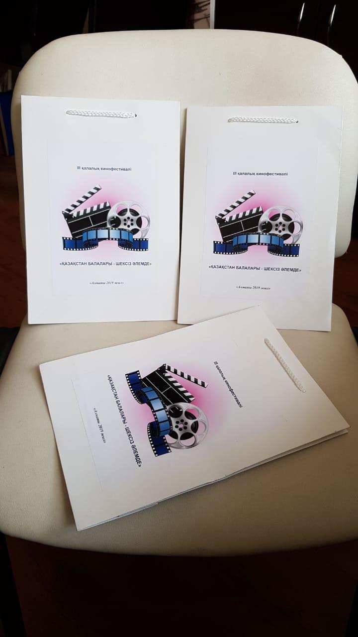 Пакеты с лого по индивидуальному заказу
