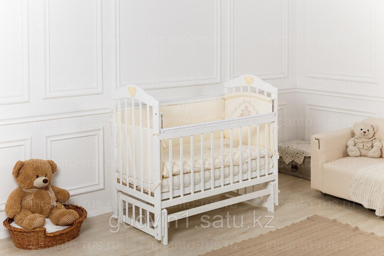 Кровать «Incanto Pali» белый с мишкой, продольный маятник, 00-88587