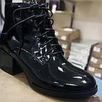 Весенние ботинки лакированные