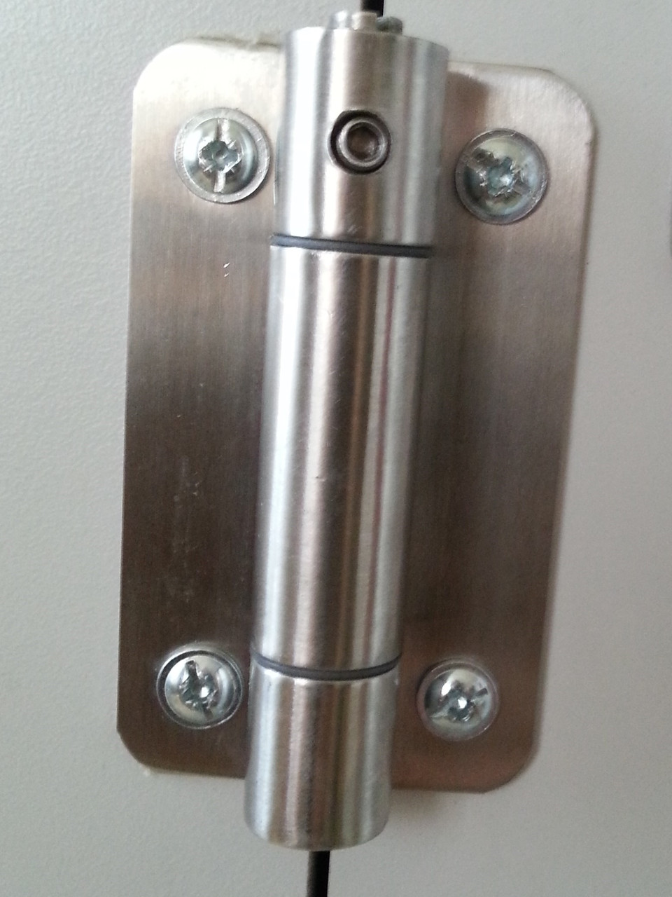 Навес (Петля) для двери сантехнической. Фурнитура металлопласт