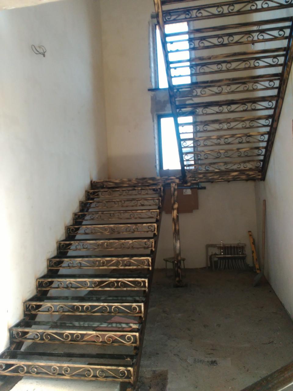 Заказать лестницу из металла  в Алматы