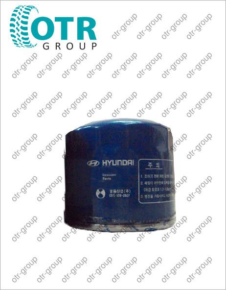 Фильтр масляный в двигателе HYUNDAI R210LC-7 SAE10W30 24