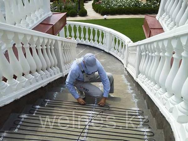 Монтаж системы обогрева лестниц.