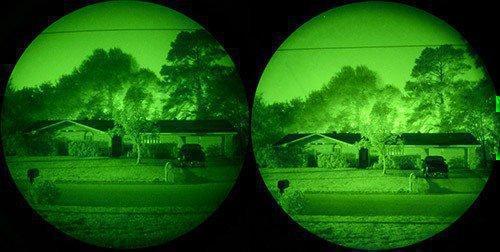 """Слева — изображение, формируемое ЭОПами первого поколения, справа — та же картинка в окуляре ЭОПа второго+ поколения, которым оснащены очки ночного видения """"Dedal DVS-8-A"""" (нажмите, чтобы увеличить)"""