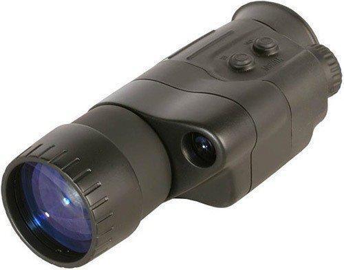 """Монокуляр ночного видения """"NV Patrol 4x50"""" управляется всего двумя кнопками — одна включает прибор, а вторая активирует ИК-подсветку"""