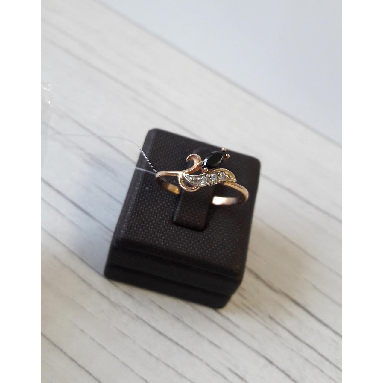 Кольцо золотое с ониксом и фианитом 18 размер