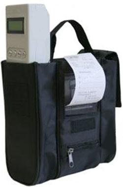 """Принтер анализатора алкоголя """"АКПЭ-01М"""" способен работать прямо из сумки, что очень удобно"""