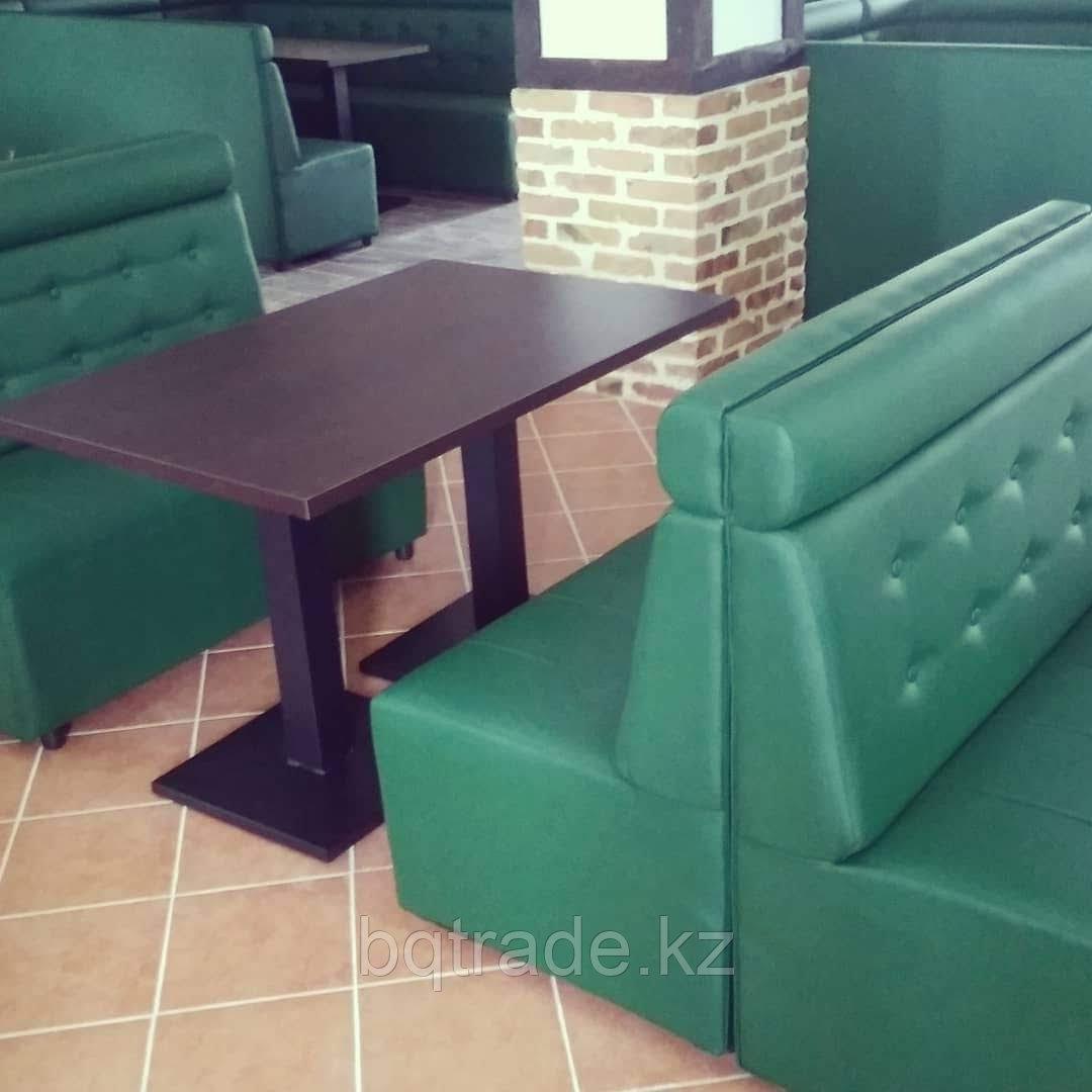 Деревянный стол в ресторан