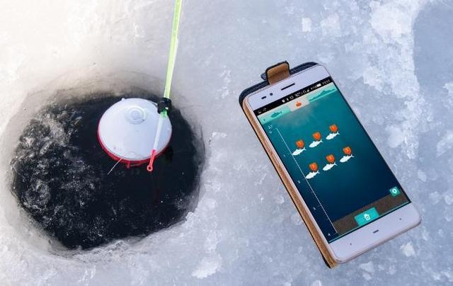 Эхолот передает на гаджет информацию о наличии рыбы на глубине до 41 метра