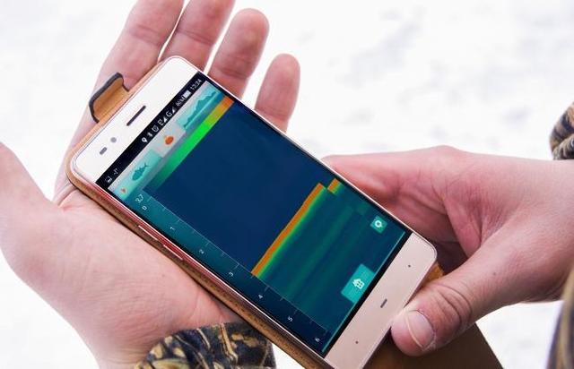 Если рыба начнет клевать, вы мгновенно получите информацию об этом на свой смартфон