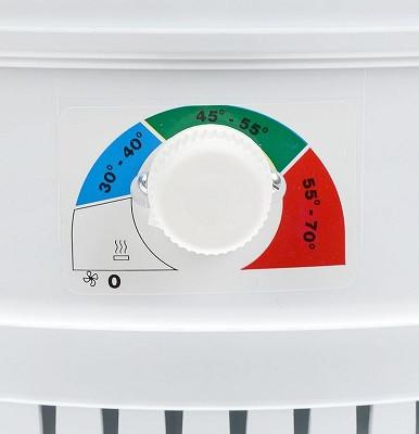 Устройство имеет механический регулятор, позволяющий задавать оптимальную температуру высушивания того или иного продукта (нажмите на фото для увеличения)