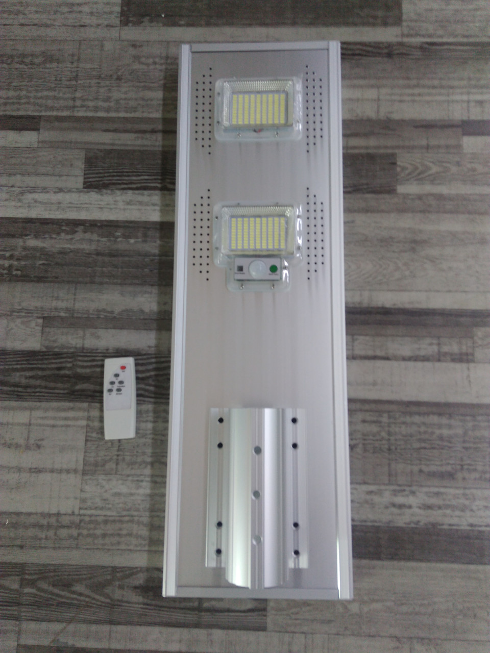 Светильник консольный LED 100W на солнечной батарее