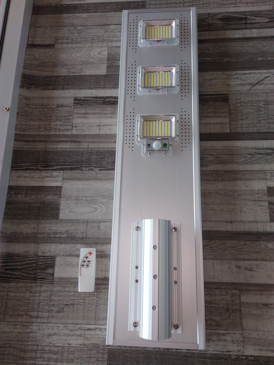 Светильник консольный LED 150W на солнечной батарее