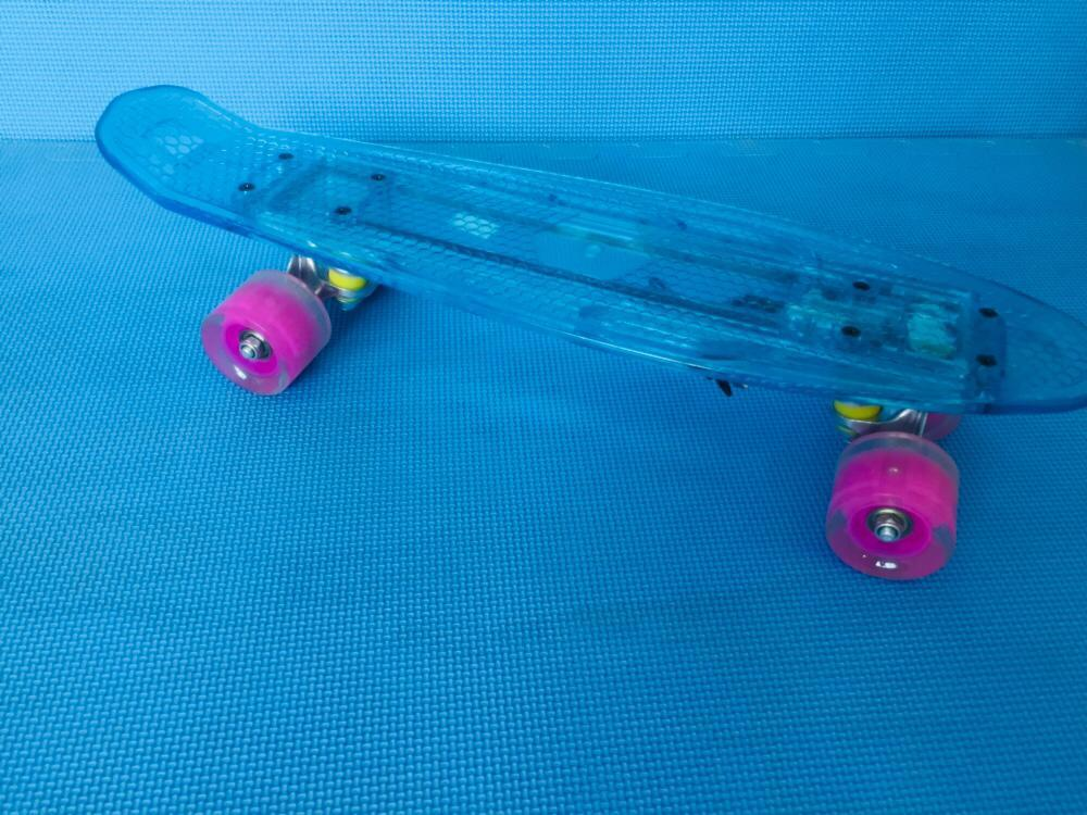 Скейтборд  (светящиеся платформа )