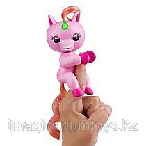Fingerlings единорог розовый интерактивная игрушка