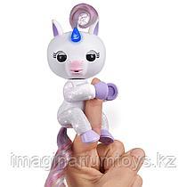 Интерактивная игрушка Fingerlings единорог белый
