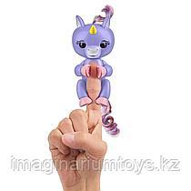 Фингерлингс интерактивния игрушка Fingerlings единорог сиреневый