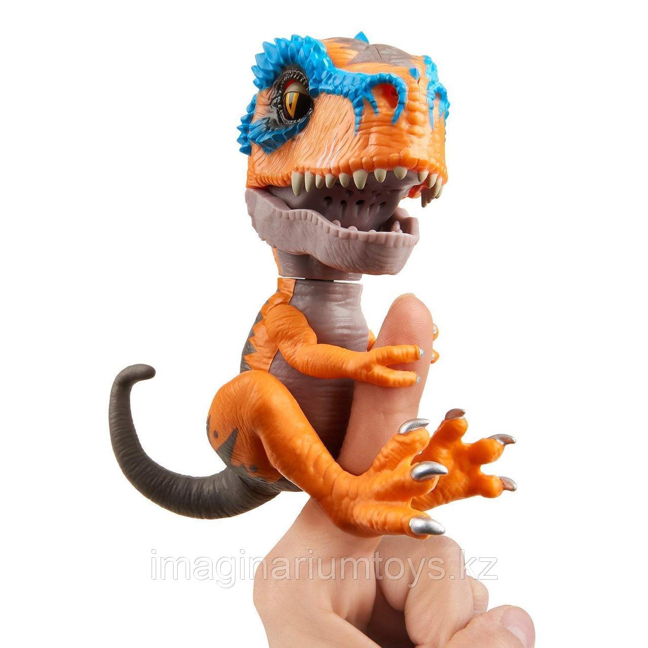 Интерактивная игрушка Fingerlings Динозавр Скрэтч