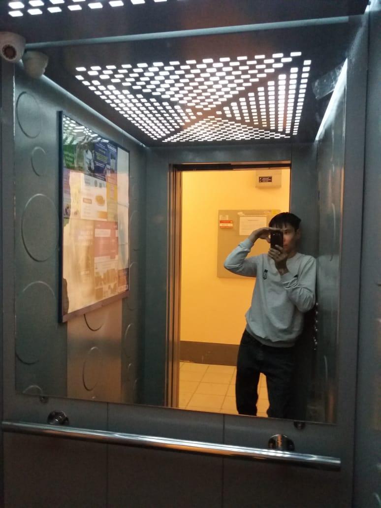 Зеркало в лифте