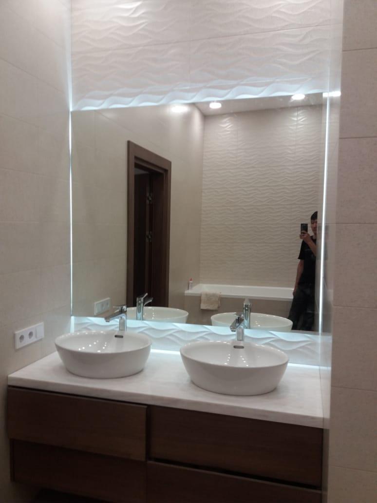 Зеркало с LED-подсветкой «парящее», 1200(В)х1400(Ш)мм