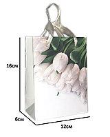"""Подарочный пакет """"Белые тюльпаны"""" 16х6х12см"""