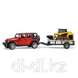 Внедорожник Jeep Wrangler Unlimited Rubicon c прицепом-платформой и колёсным мини погрузчиком CAT