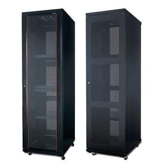 Шкафы серверные напольные