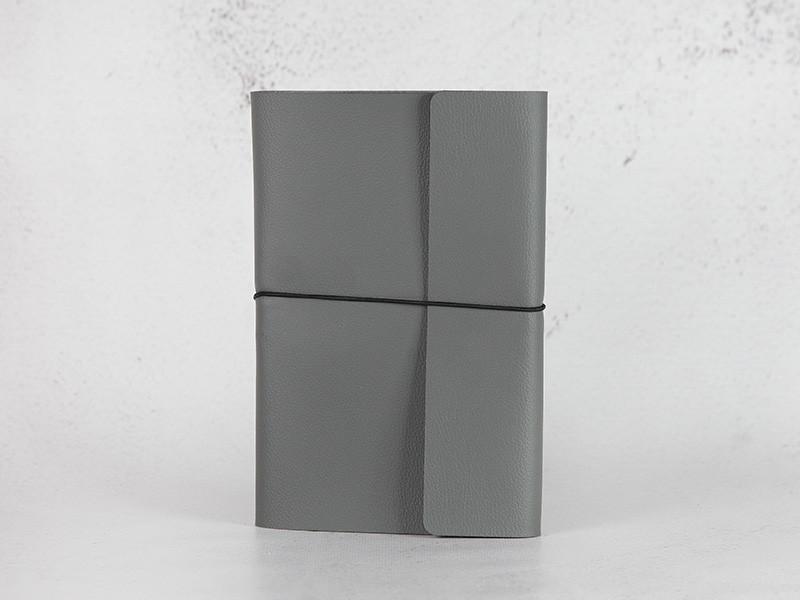 Блокнот из экокожи на резинке. Серый