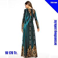 Темно-зеленое бархатное платье