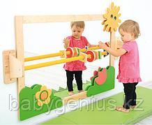 Зеркало с поручнем для детей
