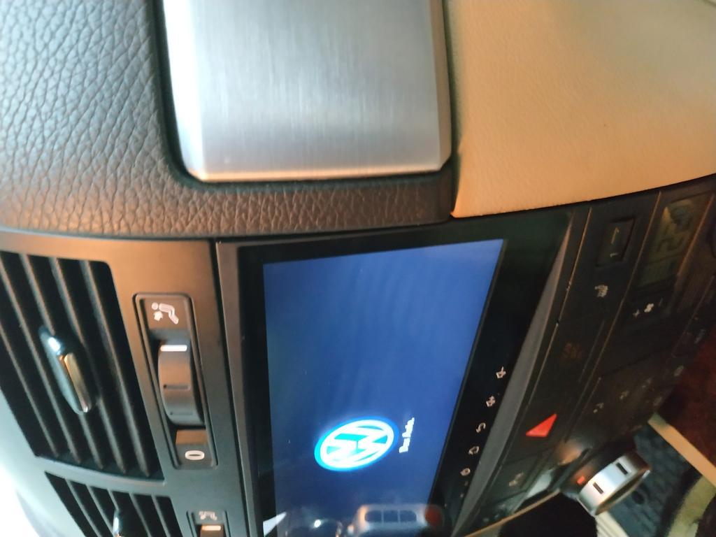 Штатное головное устройство для Volkswagen Touareg 2