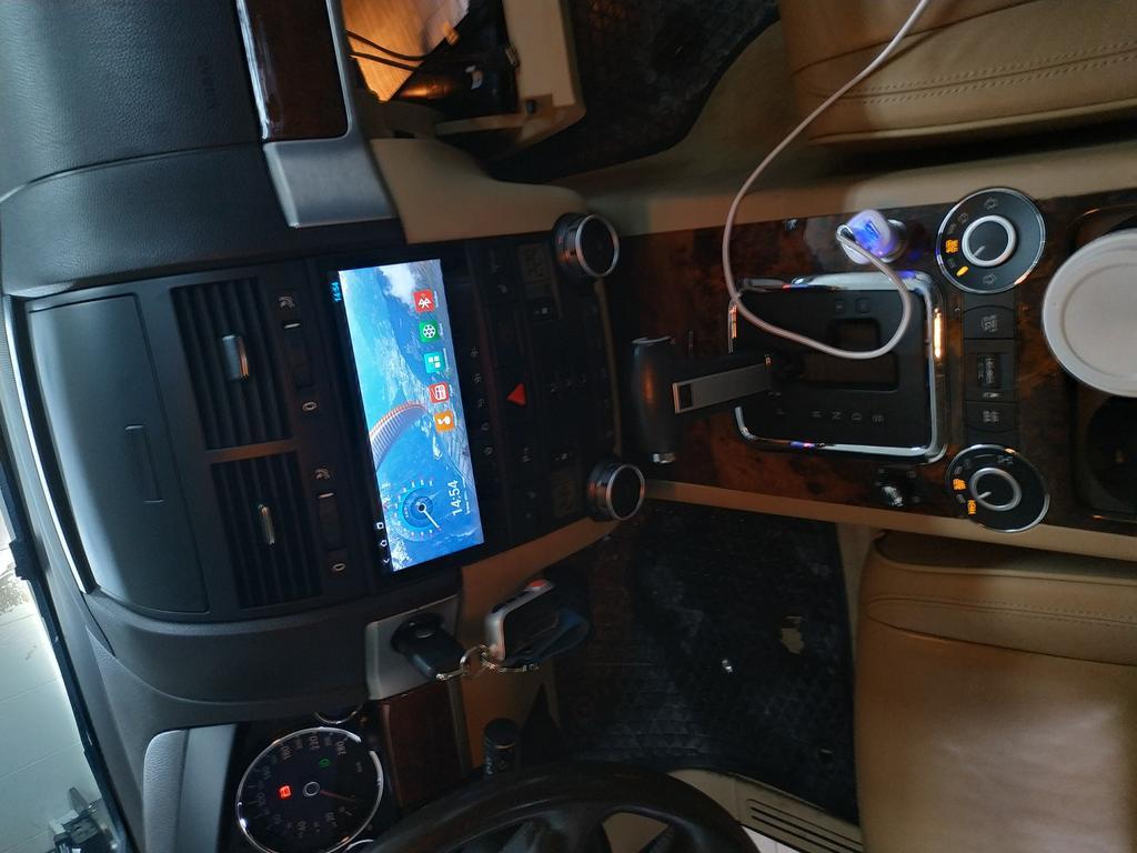 Штатное головное устройство для Volkswagen Touareg 4