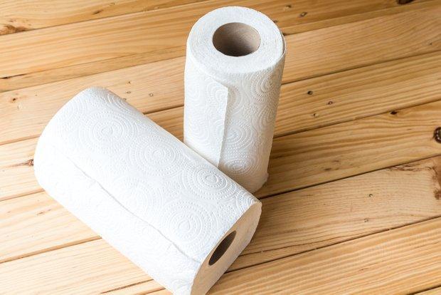Бумажные полотенца с перфорацией в рулонах