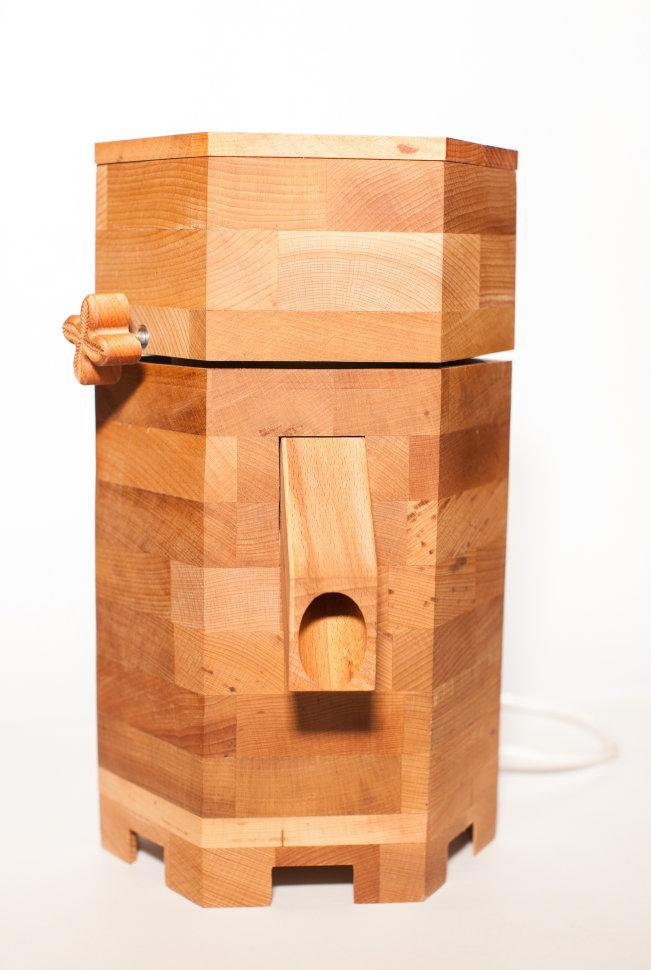 Электрическая мельница для зерна из массива бука