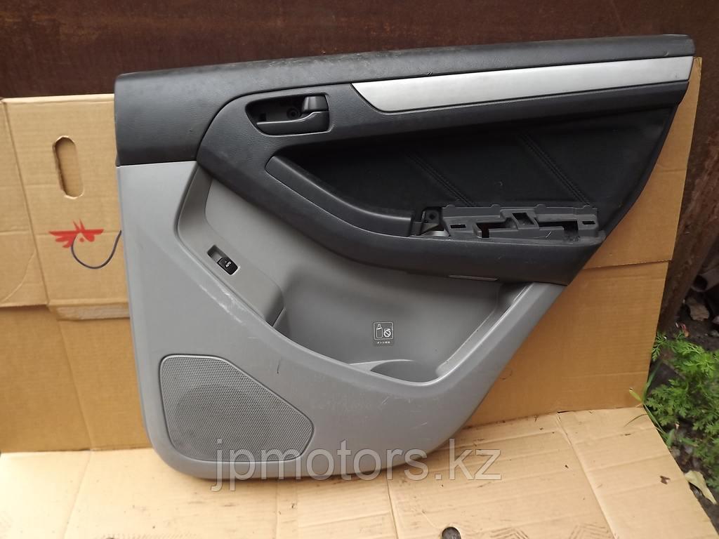 Обшивка задней правой двери toyota 4runner 215 2003-2009