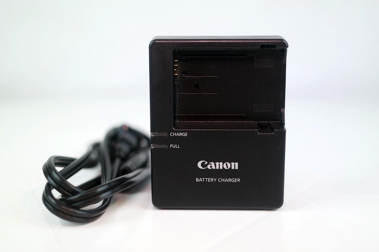Зарядное устройство на аккумуляторы LP-E8 на Canon EOS 550D 600D 650D и др.