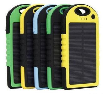 Аккумулятор для зарядки портативный на солнечной батарее с фонариком Solar Charger [5000 мАч.] (Черный)