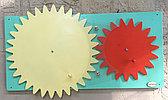 Настенный модуль Зубчатые колеса, панель Монтессори развивающая